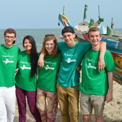 Voluntarios en Senegal antes de un emocionante viaje en bote.